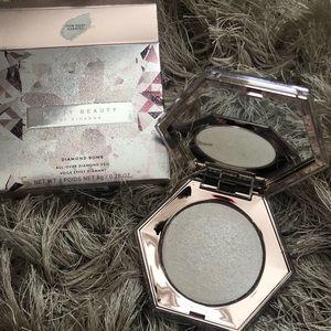 Fenty Beauty- How Many Carats Highlighter